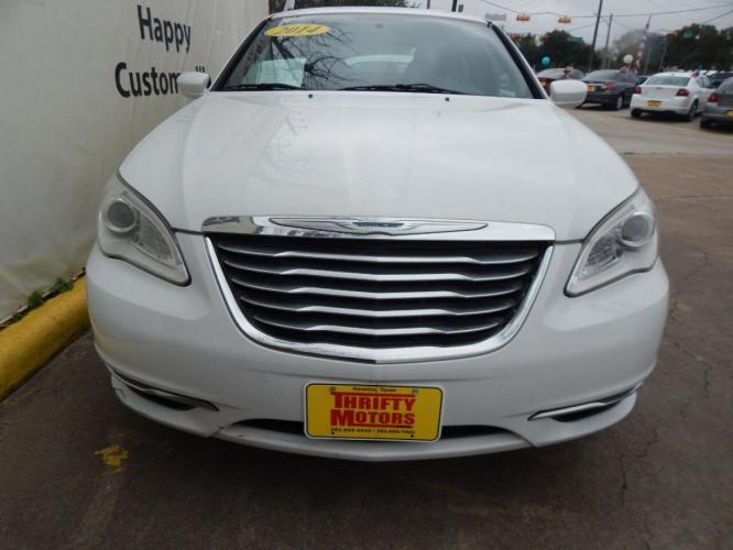 2014 White Chrysler 200 (1C3CCBAB6EN) with an 2.4L I4 2.4L I4 engine, Automatic 4-Speed transmission, located at 4509 Highway 6 North, Houston, TX, 77084, (281) 859-4646, 29.848997, -95.645760 - Photo #2