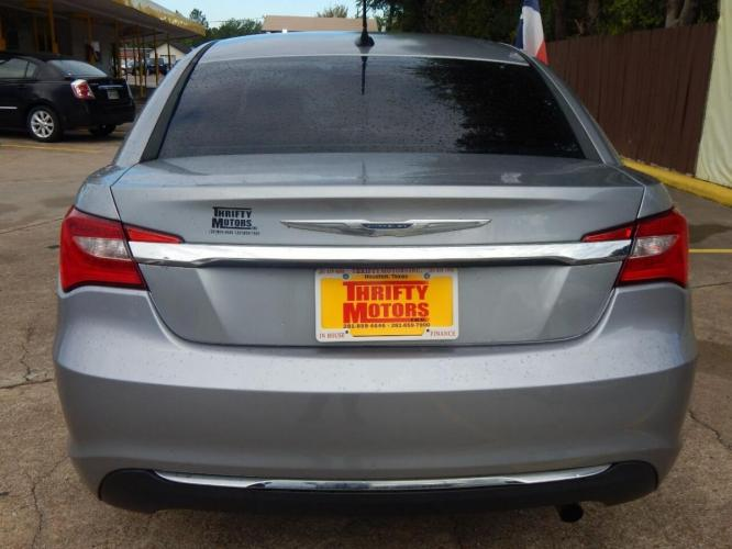 2013 Gray Chrysler 200 (1C3CCBAB4DN) with an 2.4L I4 2.4L I4 engine, Automatic 6-Speed transmission, located at 4509 Highway 6 North, Houston, TX, 77084, (281) 859-4646, 29.848997, -95.645760 - Photo #3