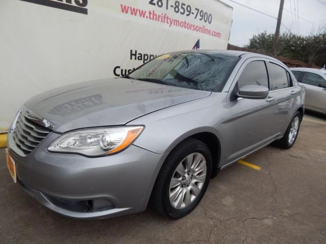2014 Gray Chrysler 200 (1C3CCBABXEN) with an 2.4L I4 2.4L I4 engine, Automatic 4-Speed transmission, located at 4509 Highway 6 North, Houston, TX, 77084, (281) 859-4646, 29.848997, -95.645760 - Photo #3