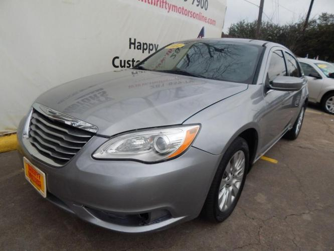 2014 Gray Chrysler 200 (1C3CCBABXEN) with an 2.4L I4 2.4L I4 engine, Automatic 4-Speed transmission, located at 4509 Highway 6 North, Houston, TX, 77084, (281) 859-4646, 29.848997, -95.645760 - Photo #5
