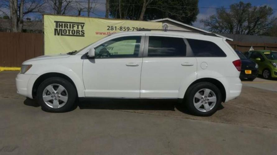 2010 White Dodge Journey (3D4PG5FV2AT) with an 3.5L V6 3.5L V6 engine, Automatic 6-Speed transmission, located at 4509 Highway 6 North, Houston, TX, 77084, (281) 859-4646, 29.848997, -95.645760 - Photo #17