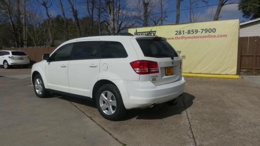 2010 White Dodge Journey (3D4PG5FV2AT) with an 3.5L V6 3.5L V6 engine, Automatic 6-Speed transmission, located at 4509 Highway 6 North, Houston, TX, 77084, (281) 859-4646, 29.848997, -95.645760 - Photo #18