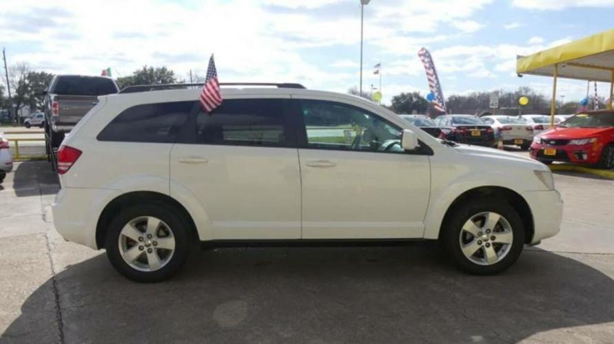 2010 White Dodge Journey (3D4PG5FV2AT) with an 3.5L V6 3.5L V6 engine, Automatic 6-Speed transmission, located at 4509 Highway 6 North, Houston, TX, 77084, (281) 859-4646, 29.848997, -95.645760 - Photo #20